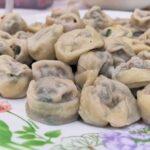 Сашими, трепанги и персики в шоколаде